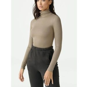 NWT Joah Brown Turtle Neck- XS/S